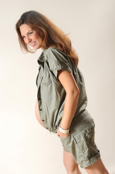 אישה בהריון מצטלמת