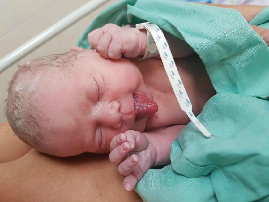 אפס הפרדה - תינוקת חדשה על אמא