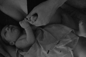 אפס הפרדה - תינוק צמוד לאמא