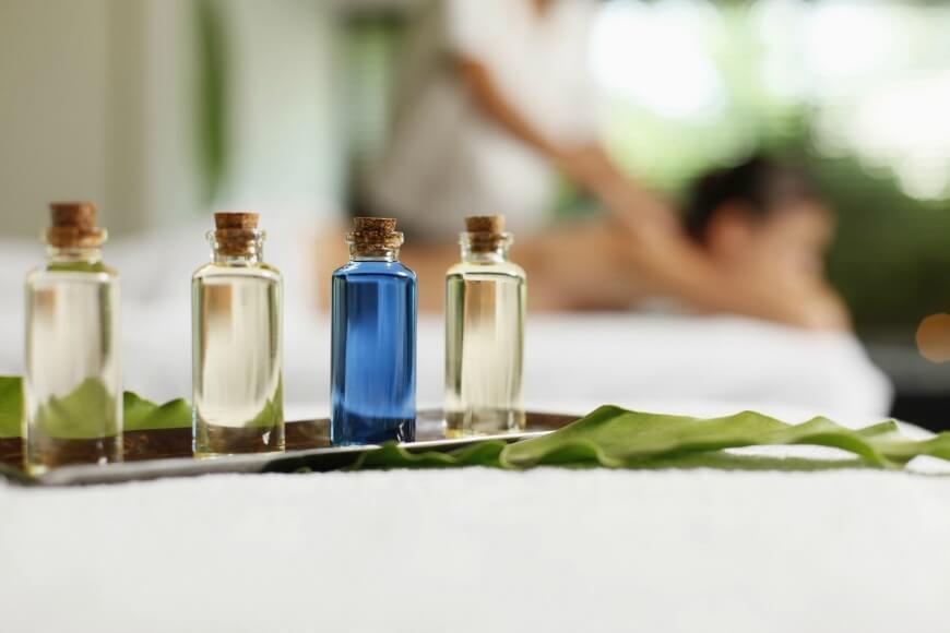 בקבוקי שמנים וארומתרפיה לעיסוי